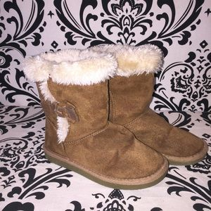 Girls Chestnut with Bow Ugg Boot size 13
